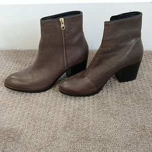 Beautiful Eric Michael grey/taupe ankle boots